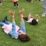芝生の上でゴロン!気持ち良い~!